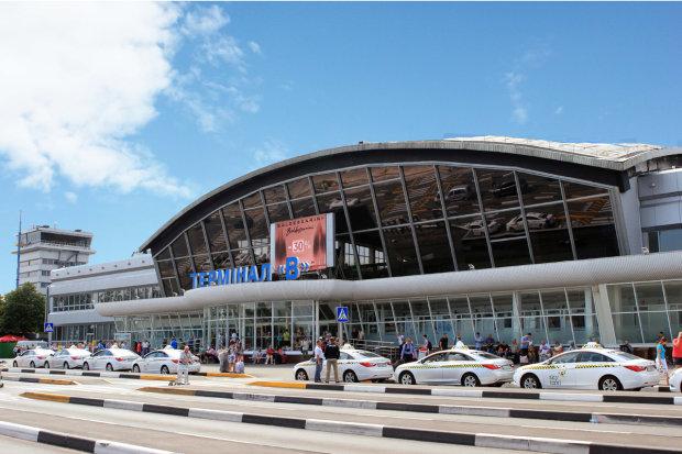 Карта України без Криму: поліція взялася за аеропорт Бориспіль