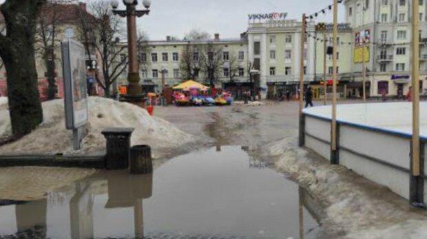 Калюжа в Тернополі, фото: facebook