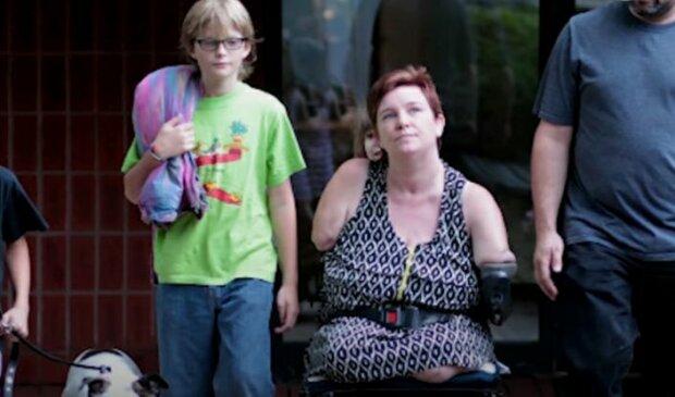 """Смертельная болезнь сжирала беременную женщину изнутри, но она решила сохранить ребенка: """"Без рук и ног, но счастлива"""""""