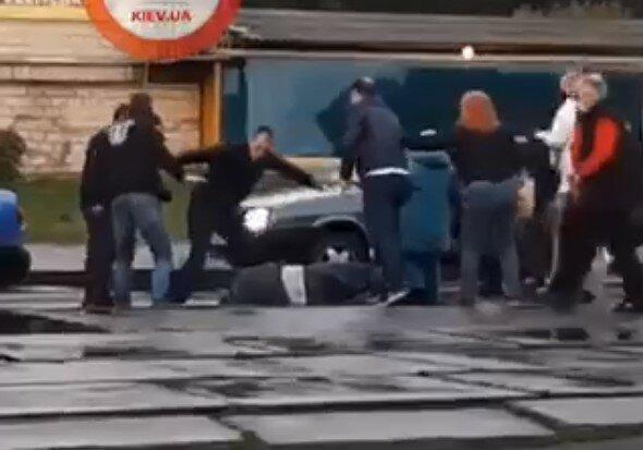 В Киеве озверевшие пассажиры жестоко избили водителя трамвая, - посмел заикнуться о масках