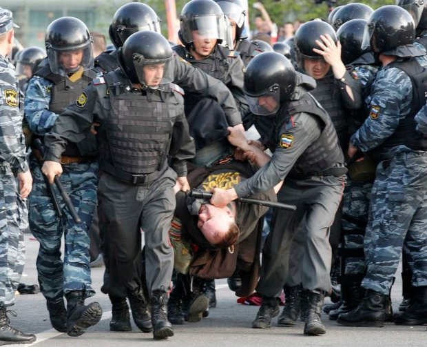 """Адский митинг в Москве набирает обороты: """"Пи*дить их беркутня, изгнанная пи*дюлями из Украины"""""""