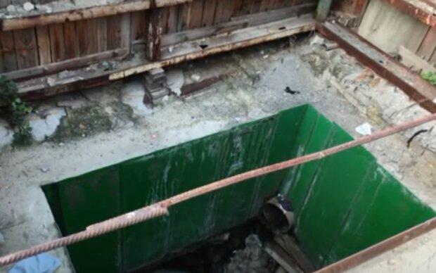 В Киеве масштабная авария на коллекторе унесла жизнь коммунальщика