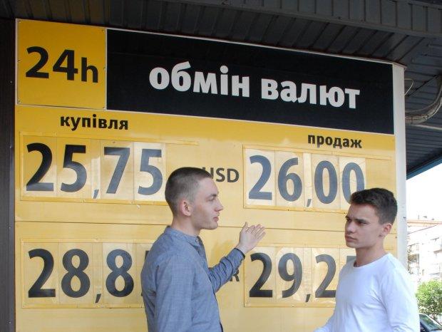 Курс валют на 15 травня: гривня залишилася ні з чим