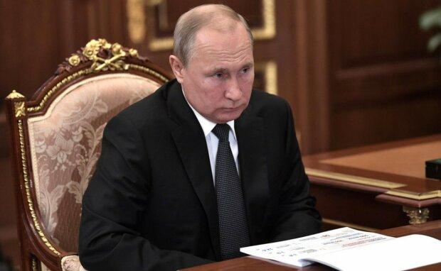 """Путин пригласил Зеленского в Кремль отмечать победу: """"Отправят приглашение"""""""
