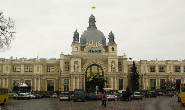 У Львові терміново евакуювали два вокзали: що відбувається
