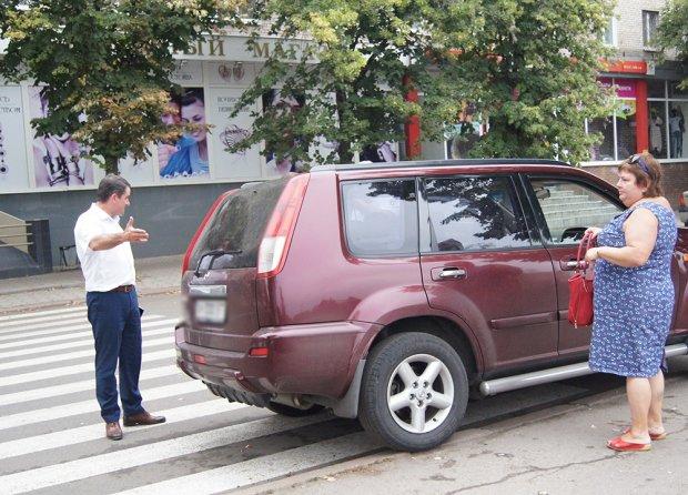 """Де їхав – там і зупинився: Київ паралізований оригінальними """"героями"""" парковок, нахабності хоч відбавляй"""