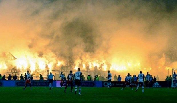 Сербские фанаты устроили ад на главном матче страны (фото, видео)