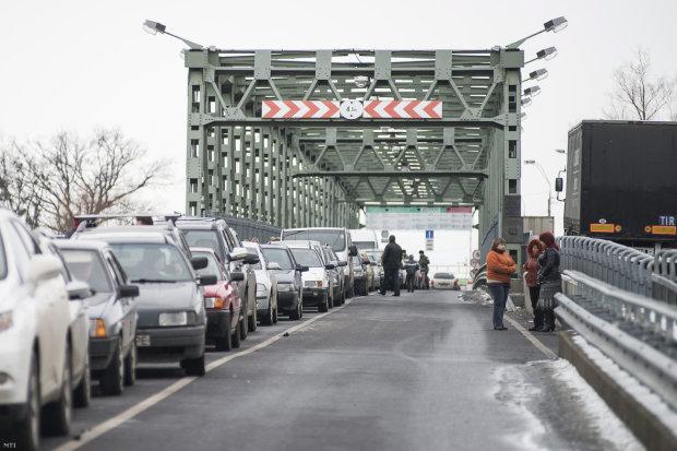 Украинцев не пускают за границу, новогодние праздники под угрозой: видео