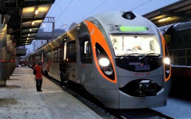 Добу на ногах та в холоді: вагон Укрзалізниці зламався у першому ж рейсі до Європи