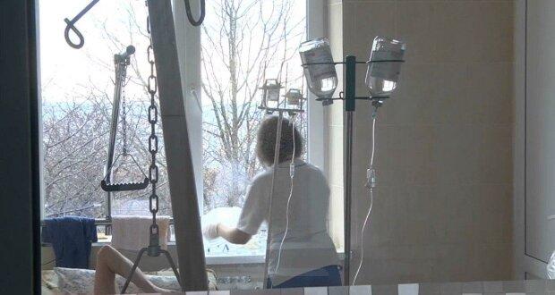 """Мальчик-сирота из Днепра борется с раком, любящая мама никогда не обнимет: """"Спасите Ванечку"""""""