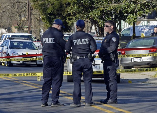 Пятница стала по-настоящему черной: мужчина устроил стрельбу в магазине, к нему присоединились копы, много погибших