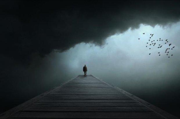 Убивча самотність: вчені назвали три періоди, коли людина відчуває себе непотрібною
