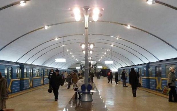 Позорное днище: киевское метро устроило ледяной душ пассажирам