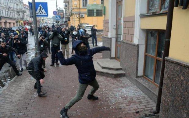 """Погроми в Києві: маразматики Лаврова вже """"викрили"""" винних"""
