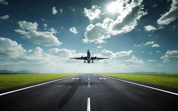 Поки держорган з безпеки польотів лихоманить, над українським небом зростає кількість рейсів