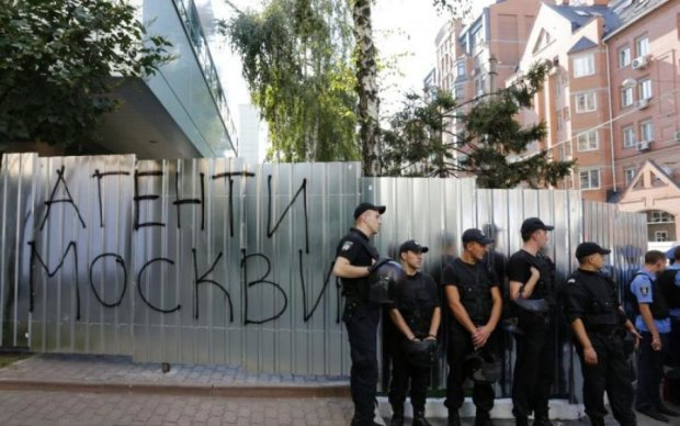 Интер - на кладбище: киевляне массово восстали против зрады