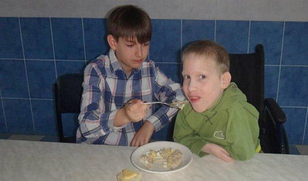 10-річний хлопчик став волонтером
