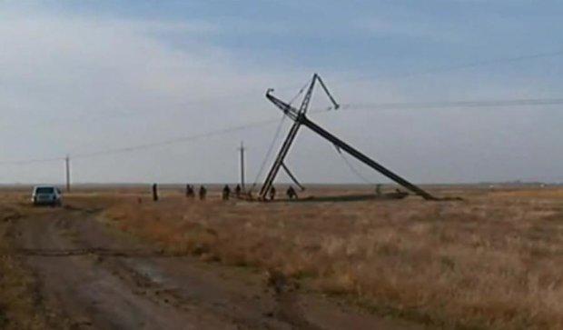 Блокадники Криму не дали до кінця відремонтувати опору ЛЕП (відео)