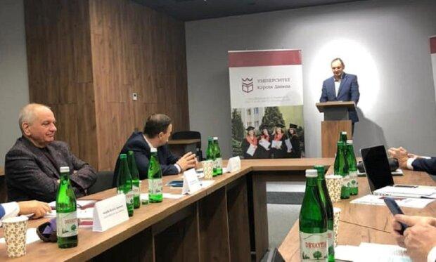 Руслан Марцинкив защитил кандидатскую работу, фото: Facebook