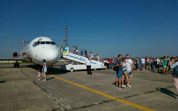 На украинском не стыдно: языковой конфликт в аэропорту возмутил соцсети