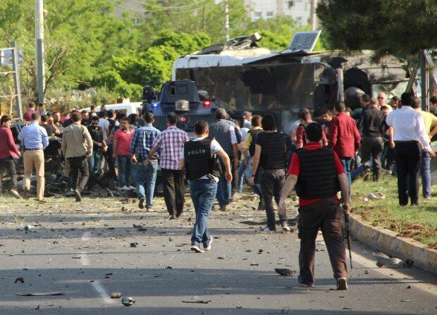 В Турции взорвали автобус со спецназовцами, пострадали простые прохожие: видео