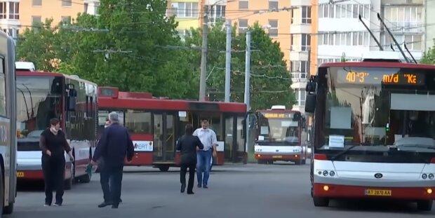 Франковчане перестанут ходить пешком - транспорт выходит из карантина, Марцинкив назвал дату