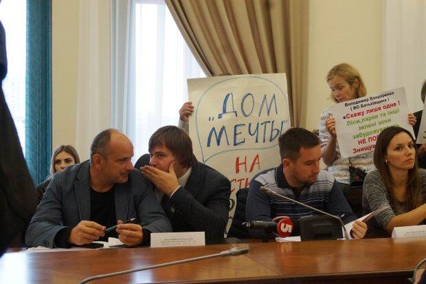 Протести проти забудови зелених зон - фото Знай.ua
