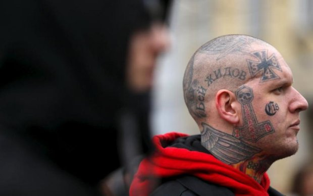Неонацист збирався порубати депутата мачете. Серйозно