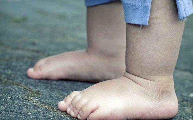 Львів'янку оштрафували за нічну прогулянку її трьохрічного сина