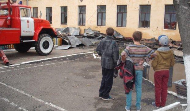 Школу на Вінниччині гасило все село