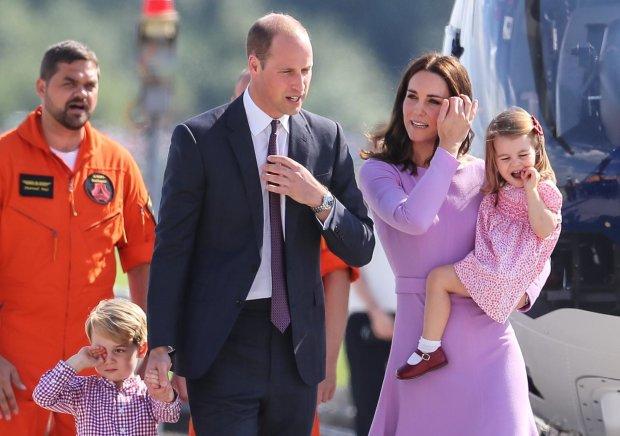 """Кейт Миддлтон напялила на дочку """"обноски"""": экономию по-королевски показали всему миру"""