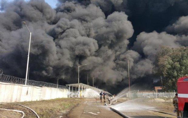 Масштабна пожежа в Миколаєві: моторошні кадри