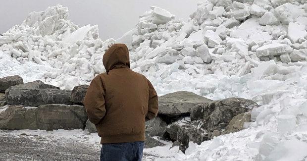 Разрушенные дома, вырванные с корнем деревья: на Канаду обрушилось ледяное цунами