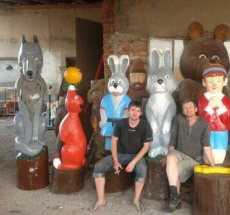 На Хмельниччине отец с сыном превратили детское хобби в семейный бизнес - зайцы, медведи и монстры на любой вкус