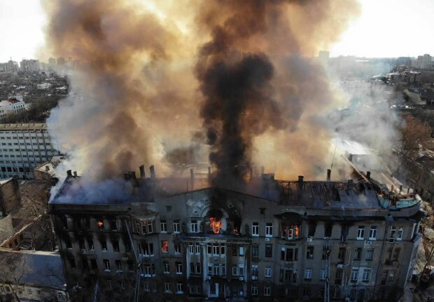 Пожежа навчанню не перешкода: студентів згорілого Одеського коледжу направлять до інших навчальних закладів