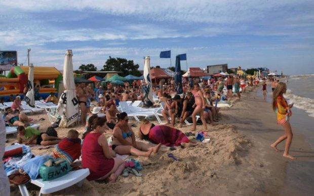 Популярный украинский курорт неожиданно атаковали: видео