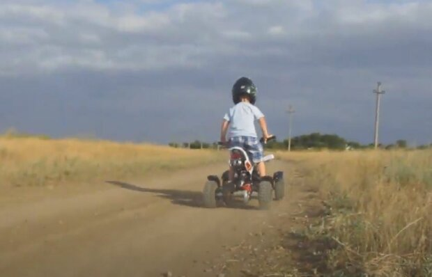 Детский квадроцикл, скриншот: YouTube