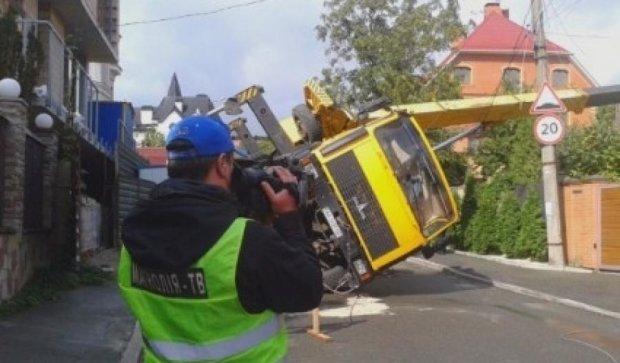 Автокран разрушил дом в столице