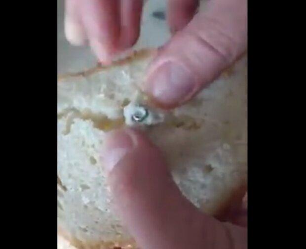 Вместо теста ржавчина, а изюма – болт: известный хлебозавод подсунул украинке сюрприз