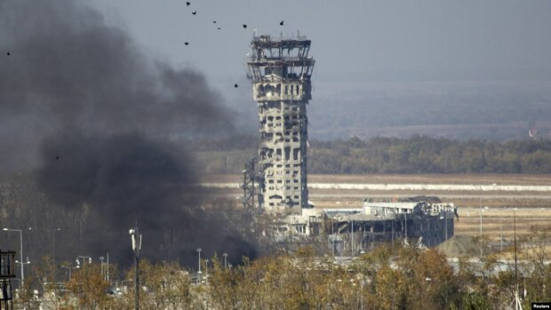 Донбасс рискует остаться без связи: видео с мощным подрывом вышки и угрозами