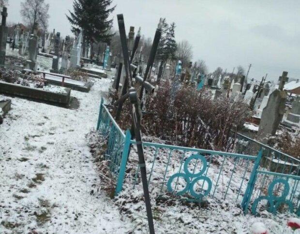 Львовщину терроризируют кладбищенские вандалы: срывали и громили. Ни крестов, ни цветов