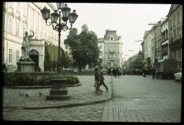 Цими вуличками гуляли наші дідусі: львів'янам показали, як змінилася столиця Галичини