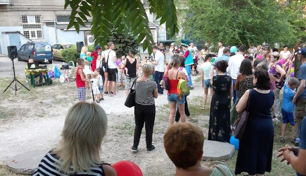 Львовян агитируют за 5 минут до выборов: день тишины у Садового показали громкими фото