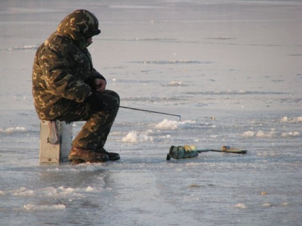 Киевский рыбак погиб под тонким льдом