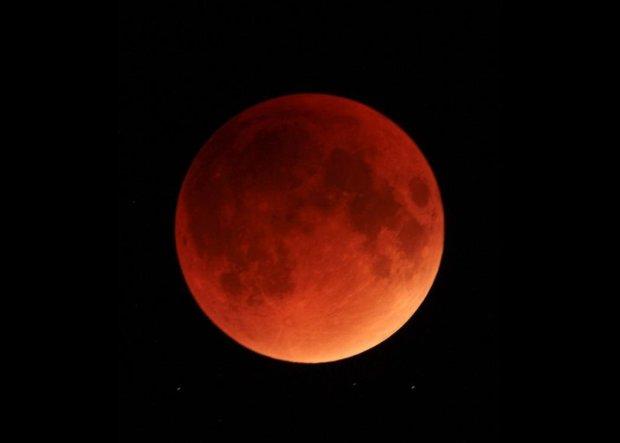 """Кровавое суперзатмение накроет человечество сразу после Нового года: что сулит """"красная луна"""""""