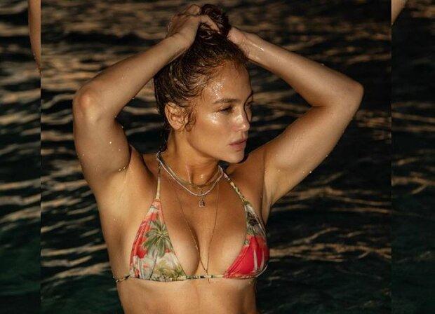"""51-річна Дженніфер Лопес звабливо прикрила голе тіло прозорою сорочкою: """"Знак божого творіння"""""""