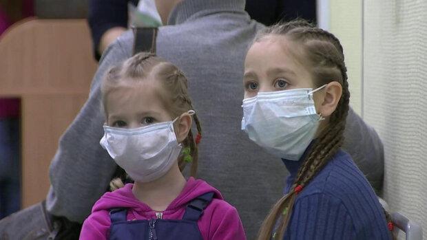 Доктор Комаровский объяснил, когда и зачем носить медицинскую маску