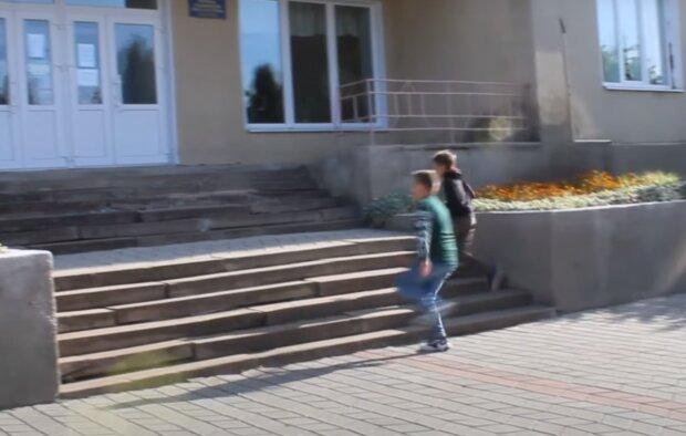 """Маленькие тернополяне подарили учителям клип – """"Только в детских глазах надежда"""""""