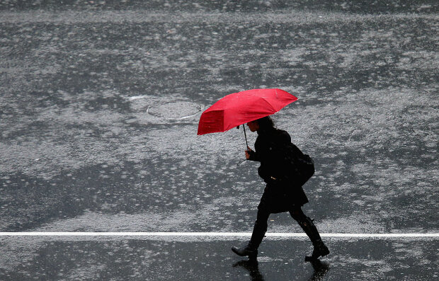 В Україну нагрянуть проливні дощі і нестерпна спека: які області під ударом