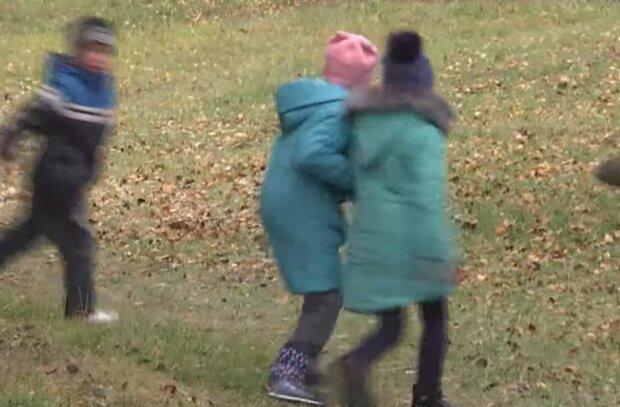 Діти, фото: скріншот youtube